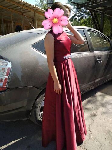 Шикарное вечернее платье,смотриться скромно и красиво.Хорошего качеств