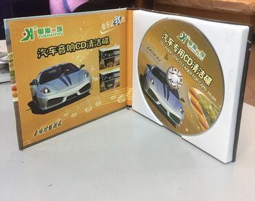Чистящий диск для автомагнитол выглядит как обычный CD-диск, но при