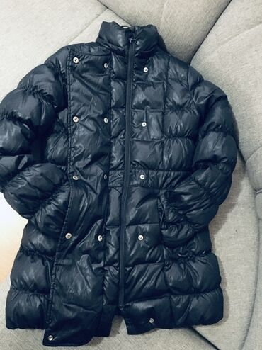 Benetton Zimska perjana jakna. Topla, udobna. Bez ikakvih ostecenja