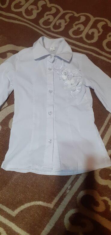 Блузка б/у с длинным рукавом на худую девочку 5-6лет 30 сом состоя
