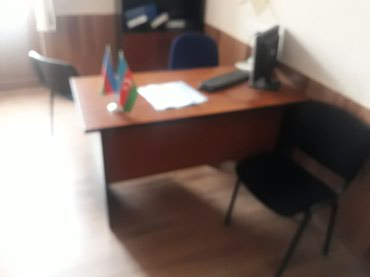Bakı şəhərində Ofis masalari ela veziyyetdeddi 14 ededdi qalibdi sekilde gorunduyu