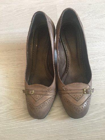 tufli lodochki 39 razmer в Кыргызстан: Продаю кожаные туфли (натуралка), Каблук 7 см, устойчивый, цвет