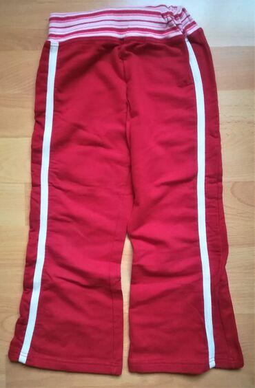 Dečija odeća i obuća - Vranje: Pamučne pantalonice vel 3/94 crvene boje sa belim linijama, šire se