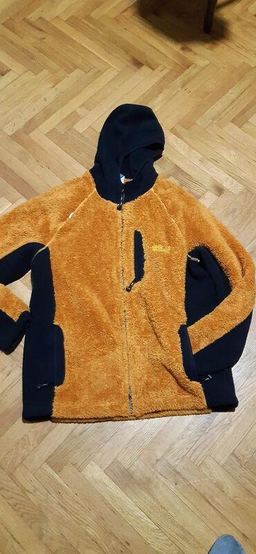 Topla jakna original,nova.ne nosena.prakticna,lepa i topla
