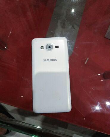Samsung Galaxy Grand Prime.Telefon radi, ima dve male linije na