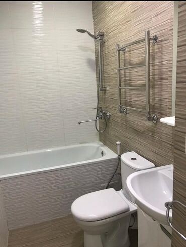 Сдается квартира: 2 комнаты, 65 кв. м, Бишкек