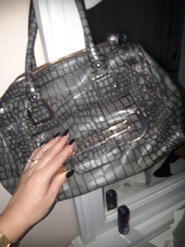 Prada torba je turskoj e - Srbija: Guess original torba,kao nova. Prelepa je