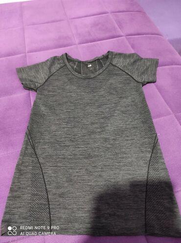 Sportska majica. Velicina XS
