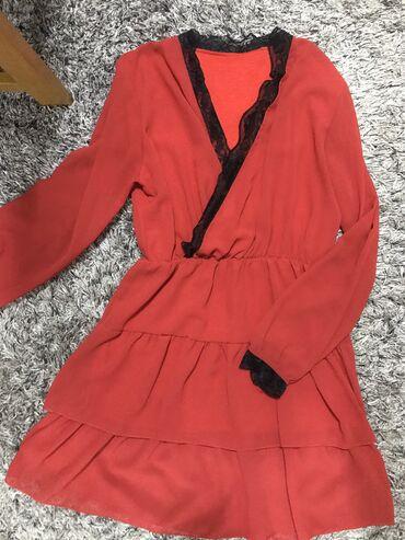 Prelepa crvena haljina