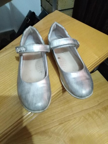 Anatomski ranac - Kraljevo: Srebrne sandale za devojcice, dobro ocuvane, sa anatomskim uloskom