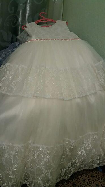 Продаю платье на 11-12 лет. Низ состоит из 4-х плотных слоя, пышная ка