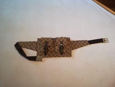 Torbica oko struka Gucci  Trobica sa slike Dva spoljna džepa i tri pre