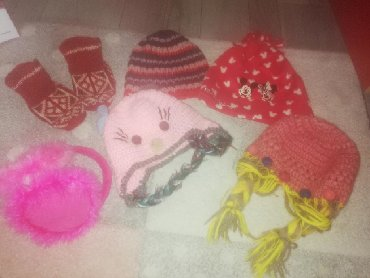 Decija oprema - Srbija: Decija zimska oprema, kape, carape sve za 500 din ili po komadu 150