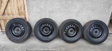 4 114 3 диски в Кыргызстан: Диски р15 разболтовка 4 114,3 с зимними шинами 185/65 R15 KAPSEN почти