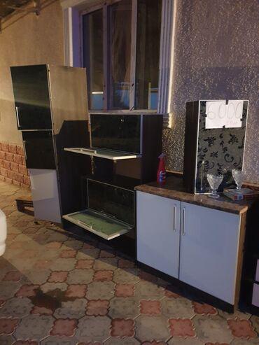 13655 объявлений: Продаю не дорого, кухонный гарнитур из 5 частей. Шкаф пенал, три