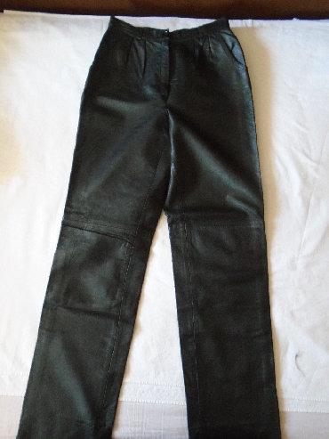 Crne duboke pantalone od 100% prirodne kože. Porubi na nogavicama su - Belgrade