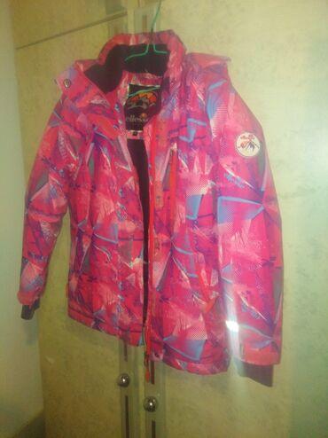 Dečija odeća i obuća - Lebane: Na prodaju jakna ellesse vel. 6 u super stanju. Cena 1.200 din