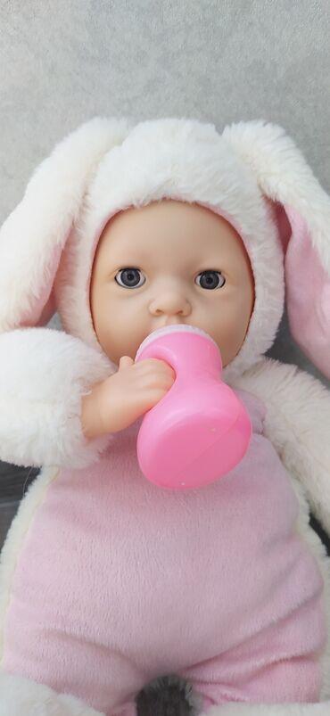 Детский мир - Таш-Мойнок: Кукла зайка в отличном состоянии ! Глазки закрывает держит