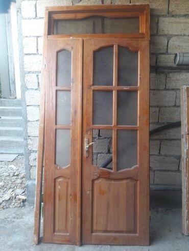 pencere - Azərbaycan: Qapi pencere. 1 pəncərə 1.50×1.50 . 2 qapı 2.3ğ×0.87 sm. 1 qapı