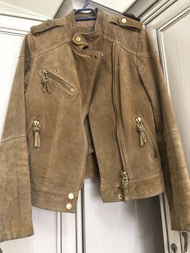 Куртки - Бежевый - Бишкек: Продаю замшевую куртку Mango очень актуального цвета. Размер xs