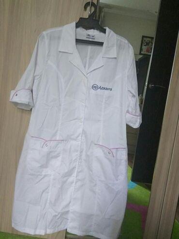 женская-блуза в Кыргызстан: Продаю 2 медицинских халата( женский 48-50 размер и мужской 48