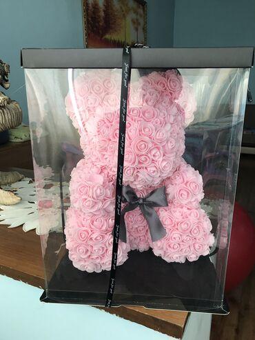 Мишка из розочек в подарочной коробке,будет отличным подарком для