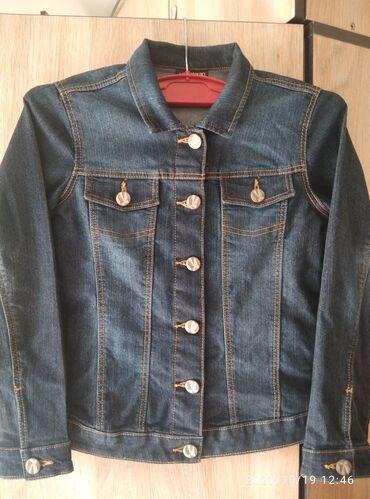 Продаю джинсовую куртку для девочки почти новая одевала пару раз