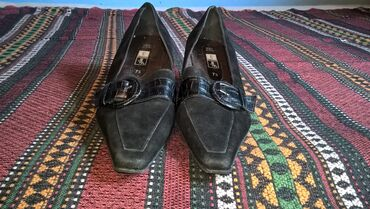Bez cipele - Srbija: Zenske cipele broj 42-duzina gazista je 27cm.- bez ostecenja