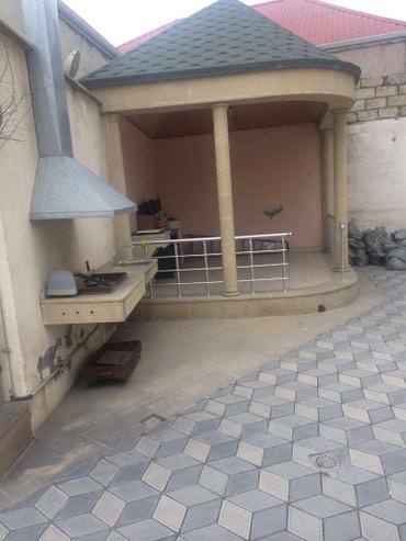 Bakı şəhərində Sabunçu dairəsində, yol qırağı, dayanacaqlara yaxın, üç