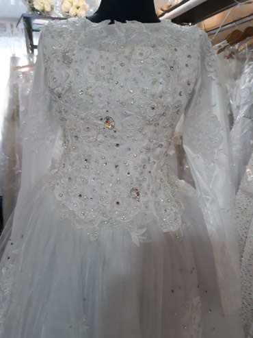 закрытое платье в пол в Кыргызстан: Свадебное платье. Размер 42-44. полностью закрыто. Прокат,Продажавс