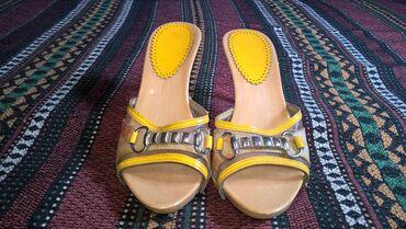 Zenske sandale broj 38-duzina gazista je 24 cm.- bez ostecenja