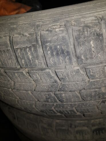 шина 19565r15 в Кыргызстан: Комплект зимних шин 195/65/15 ездил два сезона