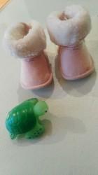 Bebi roze cizmice - Srbija: H&M Bebi cizmice, nehodajuce, cele postavljene krznom sa cickom