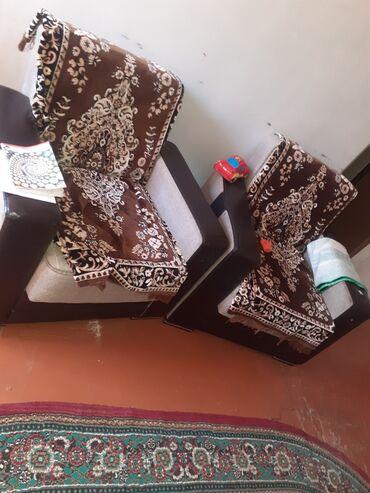 Salam diivan kreslo destleridi birde qabaq stolun divanin birinde acul