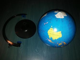 Kućni dekor - Valjevo: GlobusGlobus sa postoljem na kojem se rotira. Precnik kugle je 14 cm
