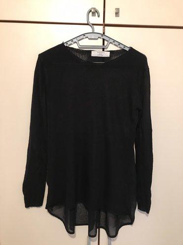 Zara bluza velicina M/L napred je kao tanji dzemper i kraća pozafi je
