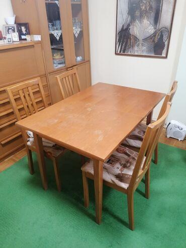 Trpezarijski sto sa 4 stolice. Dimenzije stola su 120 cm sa 80 cm bez