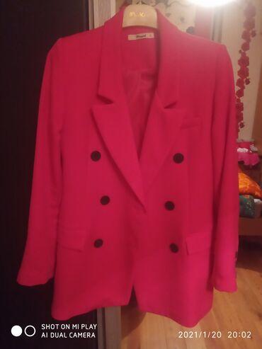 Пиджак размер S . Турция. В отличном состоянии. Цвет малиновый