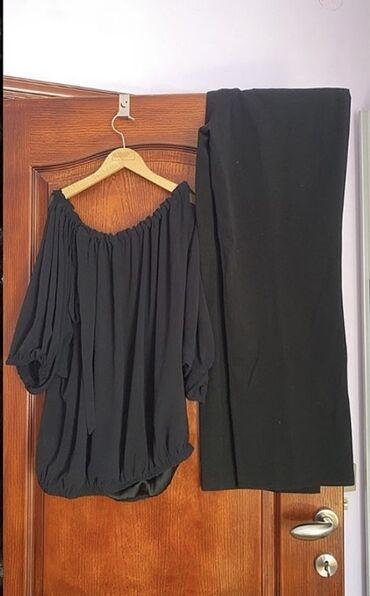 Crna majica u velicini M/L i crne pantalone u broju 46. Odlicno