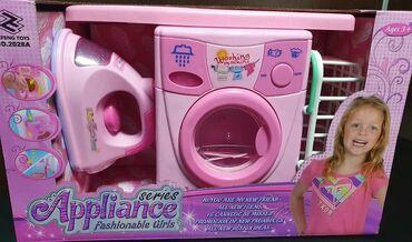 Barbie set - Crvenka: Set ves masina, pegla, daska za peglanje.Pegla i ves masina rade na