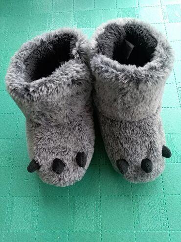Decje kucne papuce -patofne sapice broj 27/28U dobrom stanju.Na zahtev