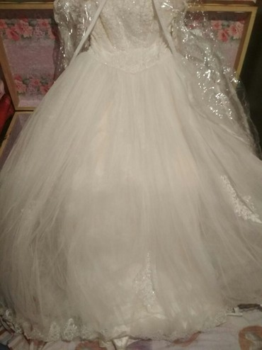 Свадебные платья - Кызыл-Суу: Үйлөнүү үлпөт көйнөгү прокат же сатылат чалыңыздар арзан баада берем