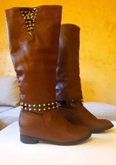 Zenske cizme sa platformicom, malo koriscene.Broj 40 (odgovara kalupu