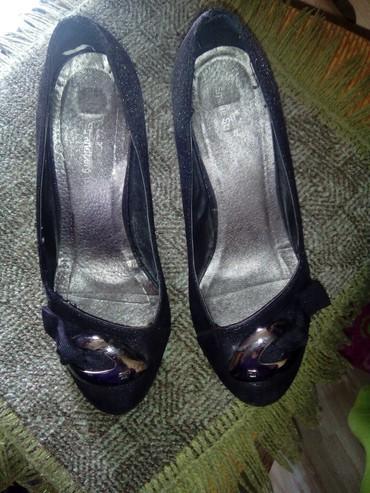 Ženska obuća | Batocina: Polovne,sedefasto crne sa dva felera,jako udobne broj pise 39 ali