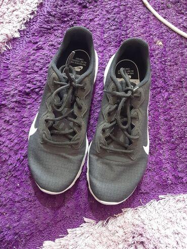 Продаются кроссовки Nike цена 1200 сом