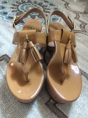Женская обувь - Бишкек: Летние, модные, удобные босоножки отличного качества! Новые, ни разу