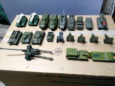 Спорт и хобби - Кыргызстан: Продаются 20 моделей из набора военных игрушек.   Мини торг