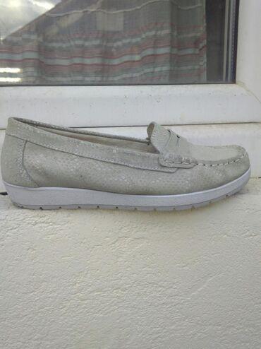 Kožne cipele (mokasine)- kožne spolja i iznutra. Udobne