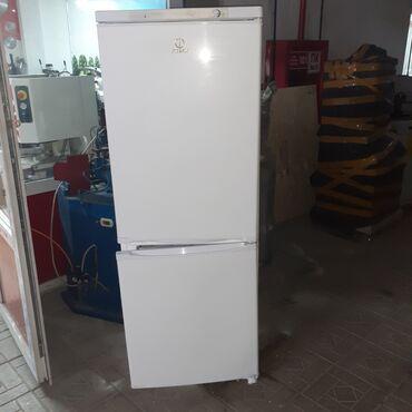 Электроника - Мыкан: Б/у Двухкамерный | Белый холодильник Indesit