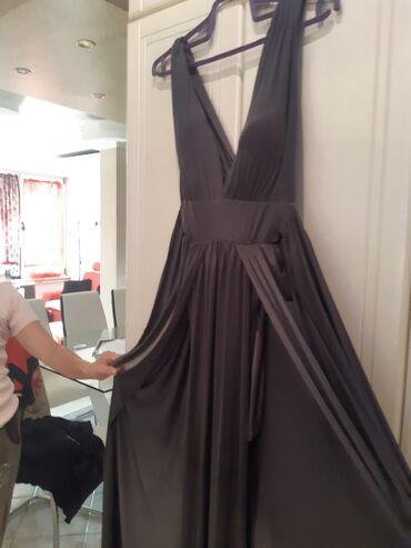 Duga haljina - Srbija: Siva satenska haljina interesantnog kroja, ispod suknja a preko